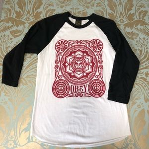 New Obey baseball T-shirt Size Med